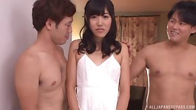 Look-alike the pants threesome in small heart of hearts Japanese pamper Amina Konno