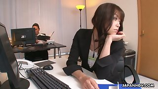 Whorish office chick Maki Hojo gets intimate with perverted co-worker