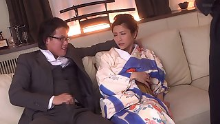 Japanese lady screams in pleasure while a giant throbber drills deep into her g spot